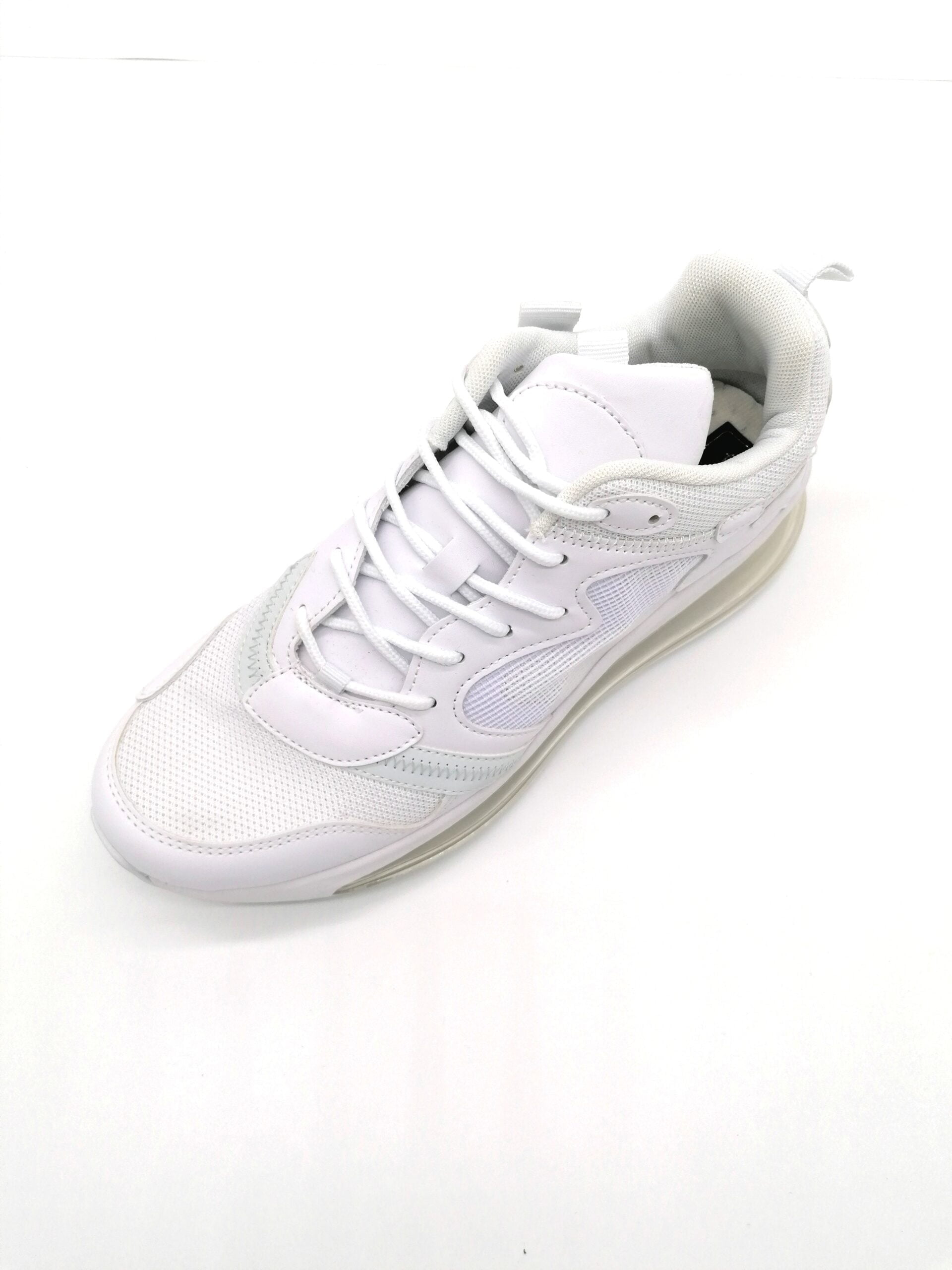 Sports shoe with white airship
