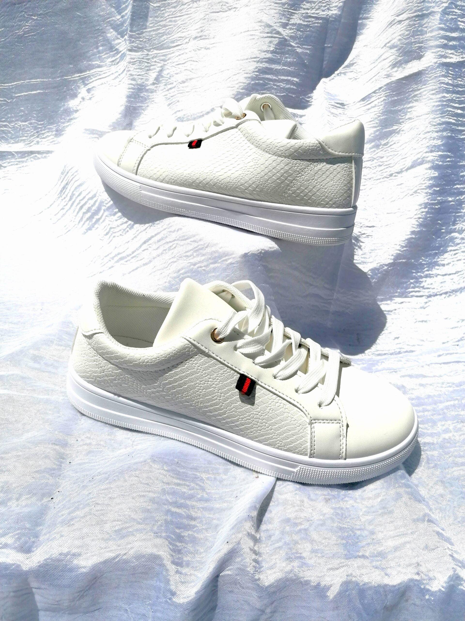 Sneakers Basic με Λεπτομέρεια White