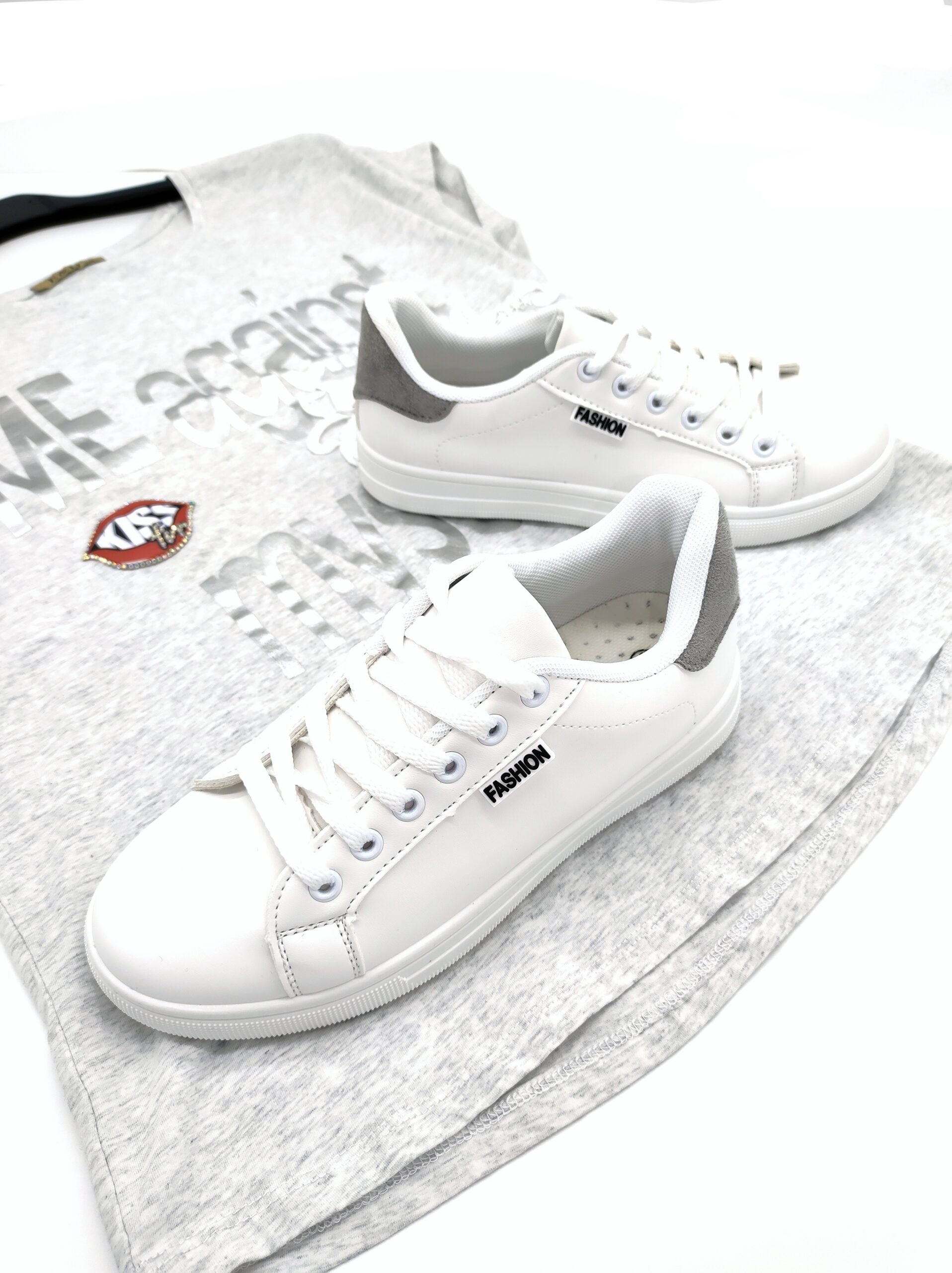 Sneakers Basic με Γκρι Λεπτομέρειες