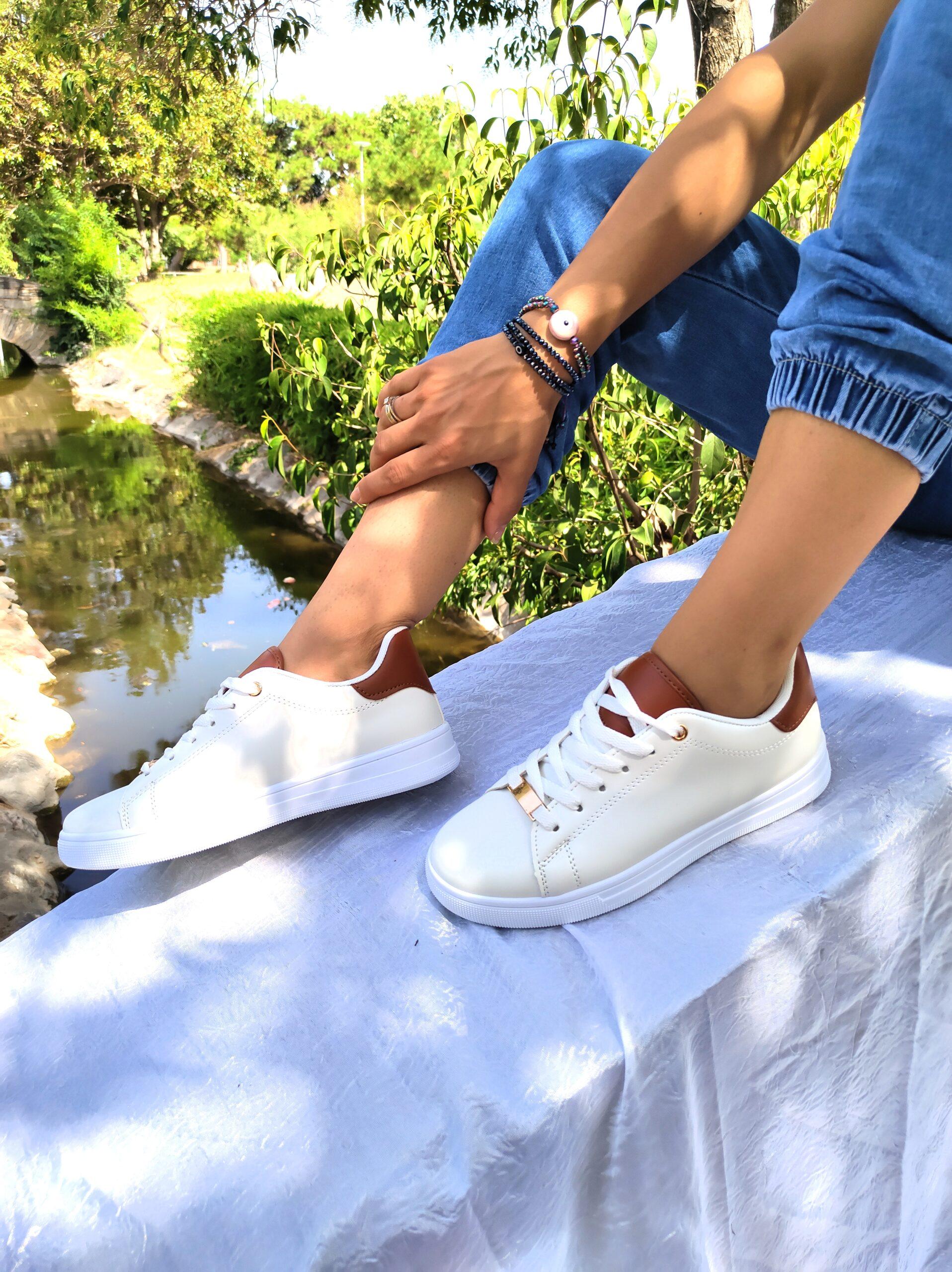 Sneakers με Μεταλλικό Σχέδιο White/Taba