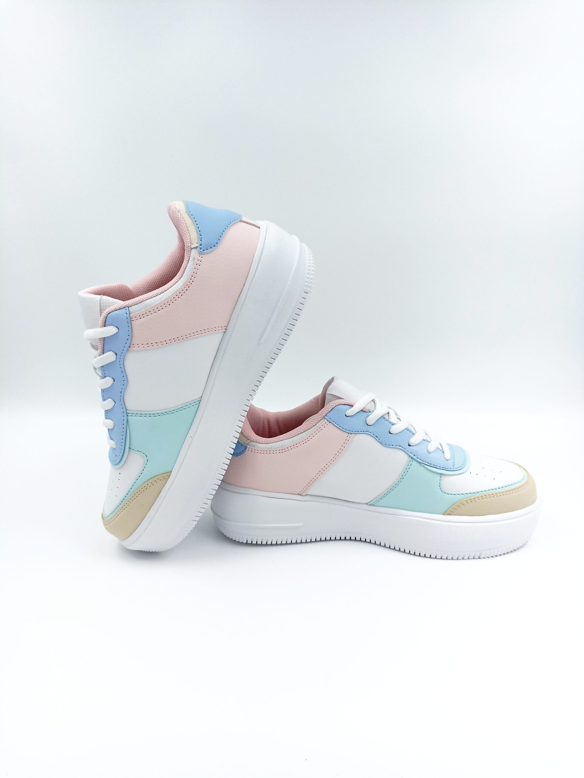 Women's sneakers colored