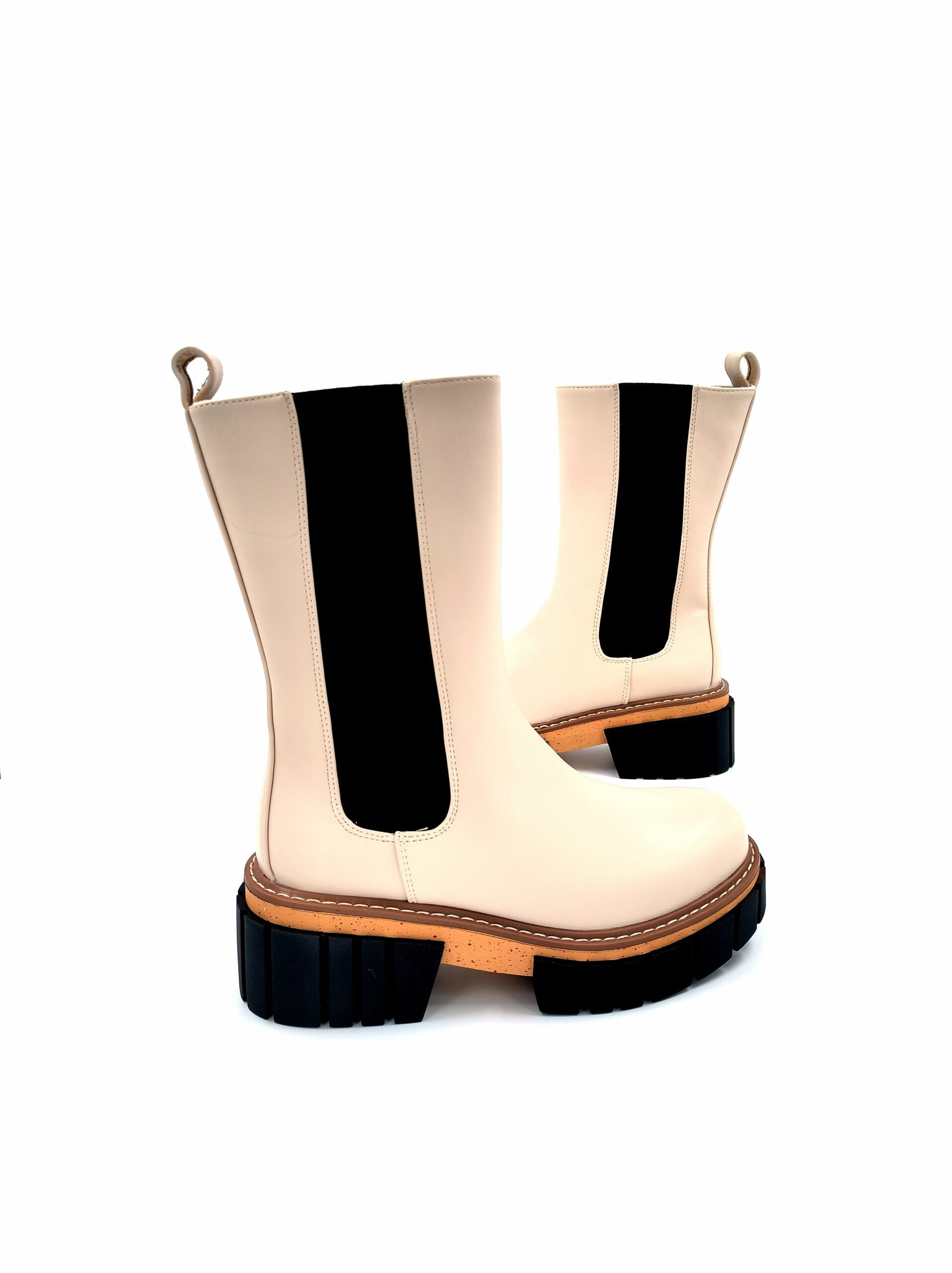 Boots with a two-colored Beige sole